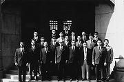 昭和47年2月、第3回アメリカ遠征 出陣式当時の佐藤塾長、気賀柔道部長と一緒に