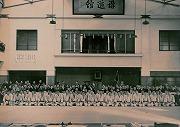 旧講道館での早慶対抗柔道試合記念撮影(戦前)