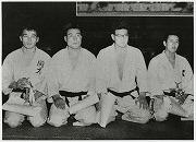 昭和33年11月9日、全日本学生柔道選手権大会。阿部大助先輩(右端:昭和35年卒) 第3位。