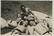 昭和17年6月、早慶対抗戦合宿、憩いのひと時(日吉柔道場前)