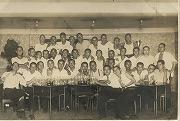 昭和17年、慶應予科高等部柔道部送別会で空のビールジョッキと