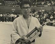 アメリカ中西部大会(デトロイト・オープン)にて福田靖與先輩(昭和34年卒)がパンアメリカチャンピオンを下し、優勝(昭和36年夏)