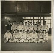 昭和12年、日吉蝮谷の旧柔道場にて合宿