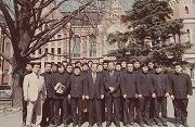 昭和49年3月、第3回台湾遠征 出陣式。当時の久野塾長、気賀柔道部長と一緒に