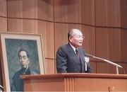 平成14年4月13日、柔道部創立125周年記念式典を三田キャンパスで挙行。渡辺明治会長挨拶
