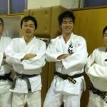 皆勤賞の平成4年土屋さん、武田さん、平成22年飯塚さん、医学部4年城崎さん